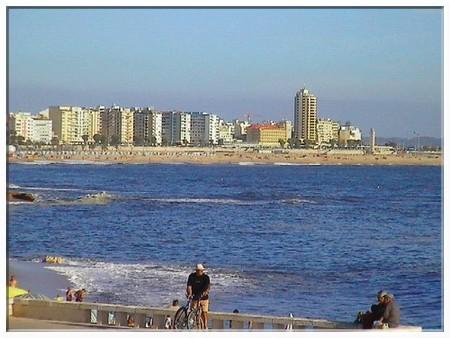 http://commons.wikimedia.org/wiki/File:PraiaFigueiradaFoz.JPG