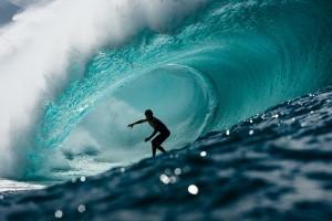 SurferInWave-