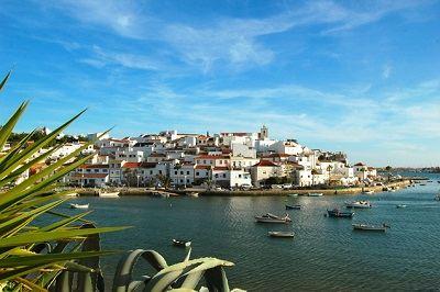 http://www.algarvehousing.net/portugal/ferragudo/
