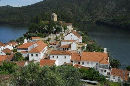 http://www.mapav.com/santarem/ferreira_do_zezere/pias/