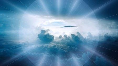 O céu,  em profundidade, por entre as nuvens distinguem-se  raios de luz azul clara e a chaga do lado em  azul mais escuro